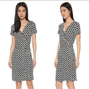 DVF chain link wrap dress short sleeve size small